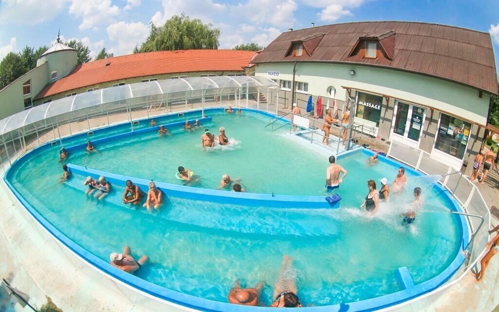 Do kúpeľov Hegykő majú hostia vstupné v cene