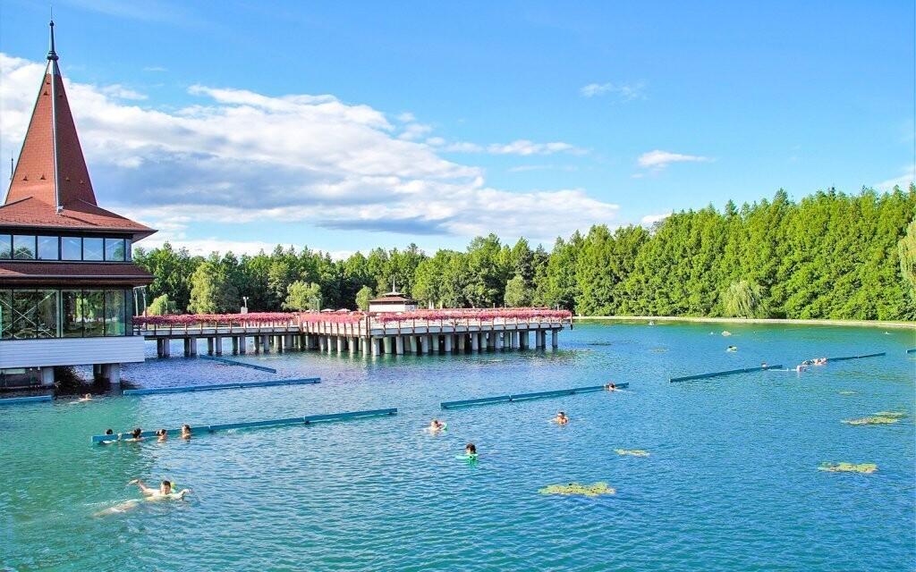 Blízko to máte k termálnemu jazeru Hévíz