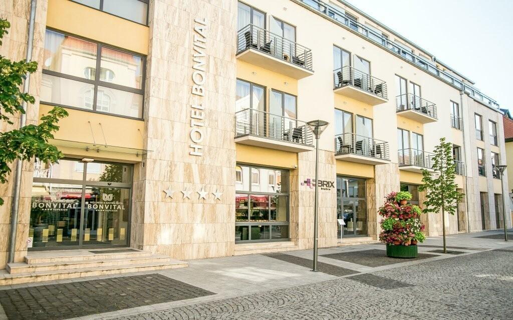Bonvital Wellness & Gastro Hotel Hévíz ****  v centre