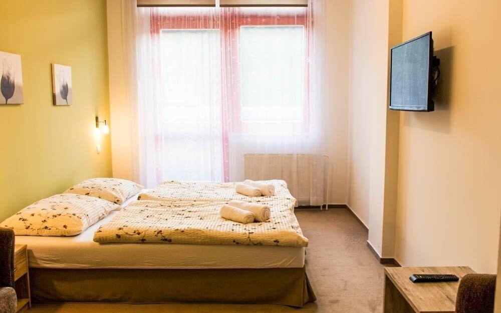 Pokoje jsou nové a útulně zařízené