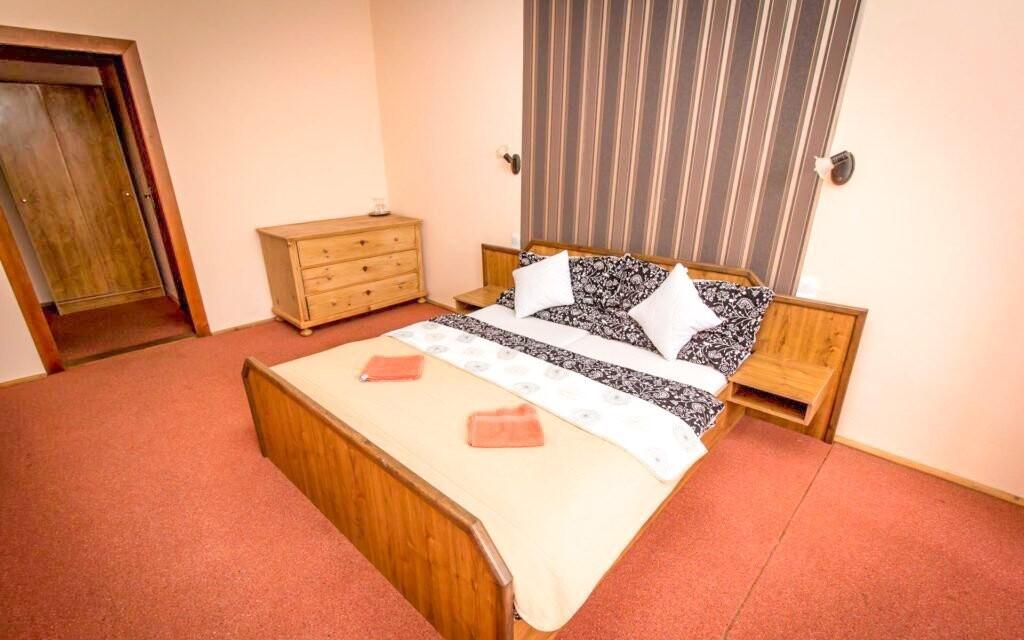 Pokoje jsou pěkné a pohodlné