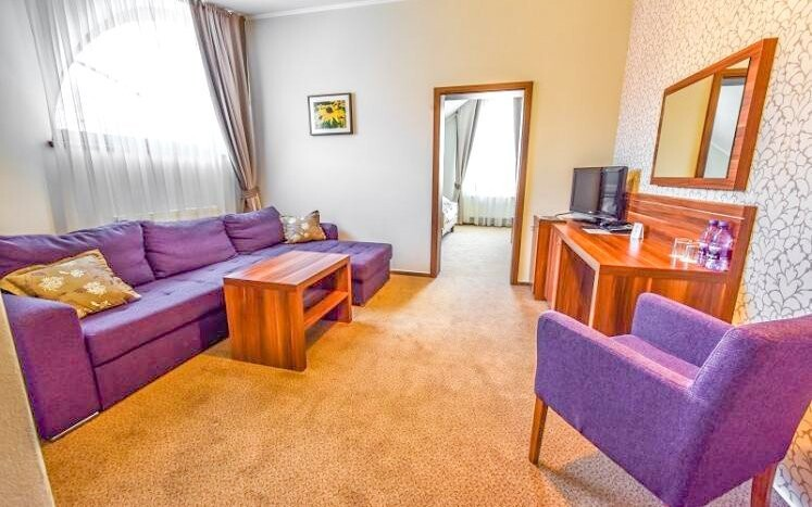Pokoje jsou vybavené moderním nábytkem
