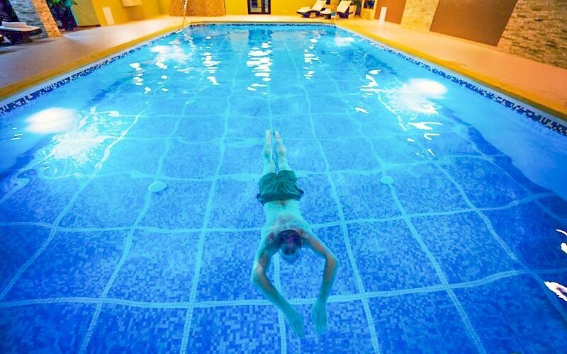 Zaplavte si v bazénu