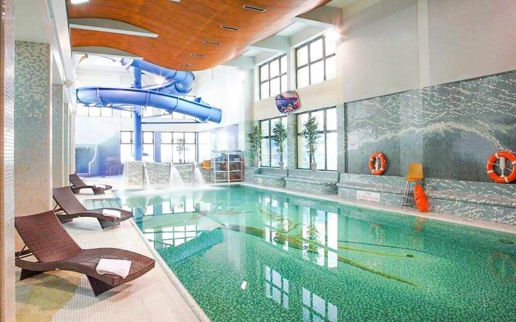 Užijte si volného vstupu do hotelového bazénu s tobogánem