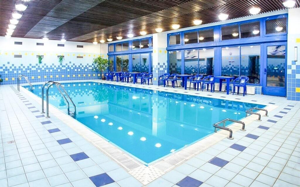 Zaplavte si v hotelovém bazénu