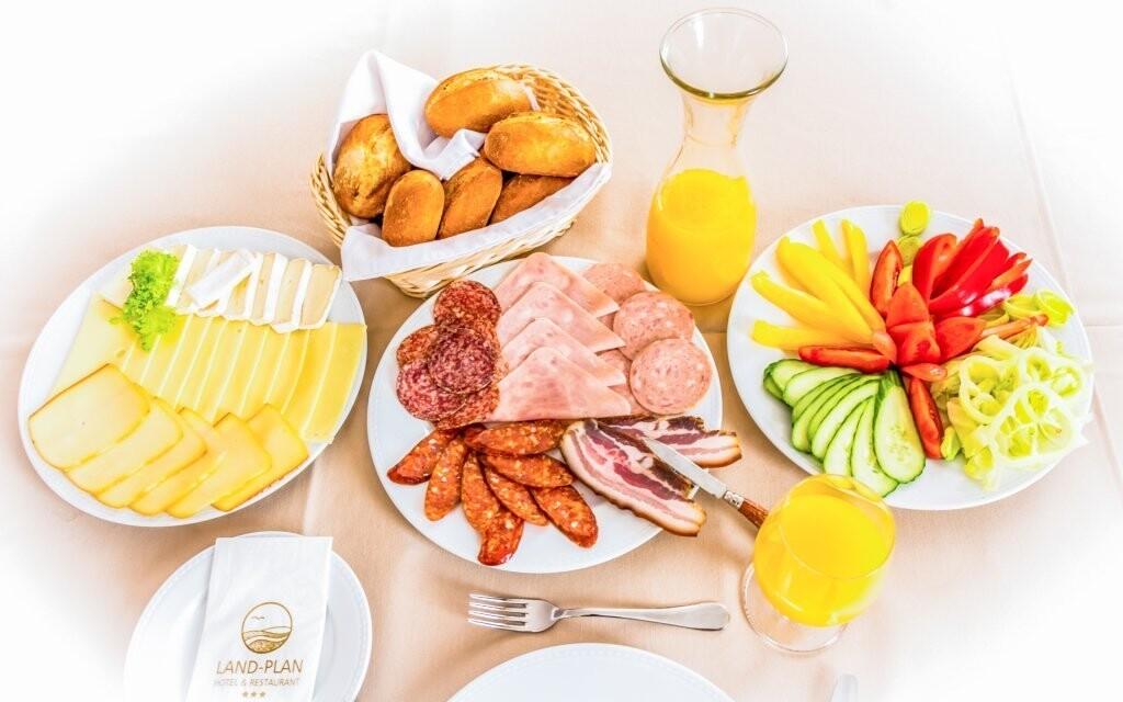 Zvolte snídani či lehkou polopenzi