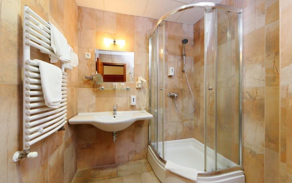 Štandardné i Deluxe izby majú vlastnú kúpeľňu