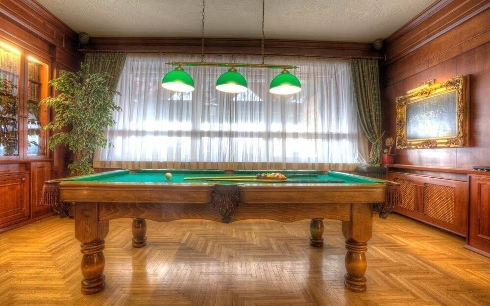 Večer si můžete zahrát billiard