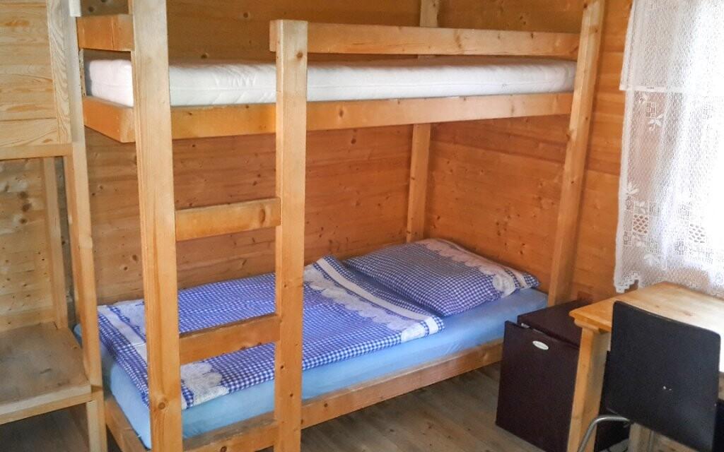 Na každém pokoji jsou tři nebo čtyři lůžka