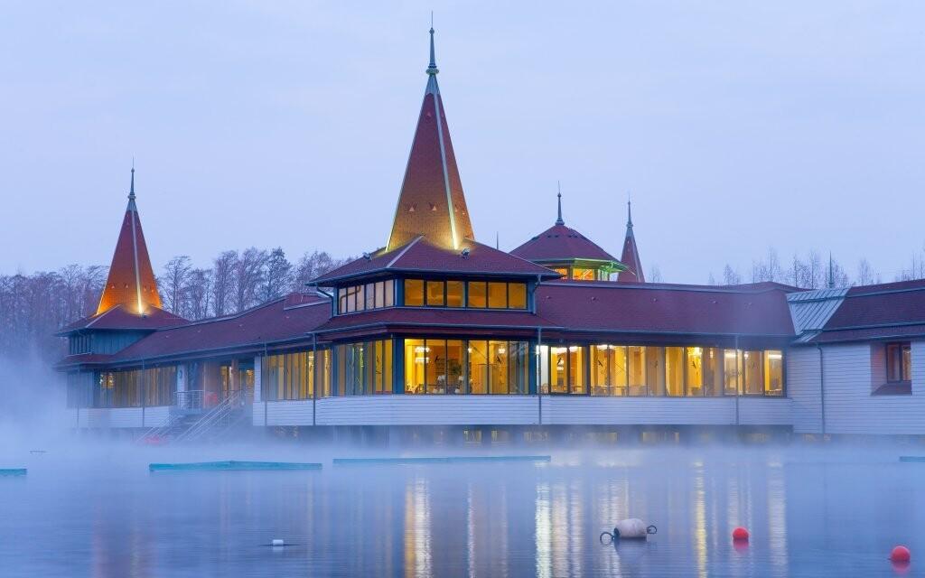 K termálnemu jazeru Hévíz je to iba 800 metrov