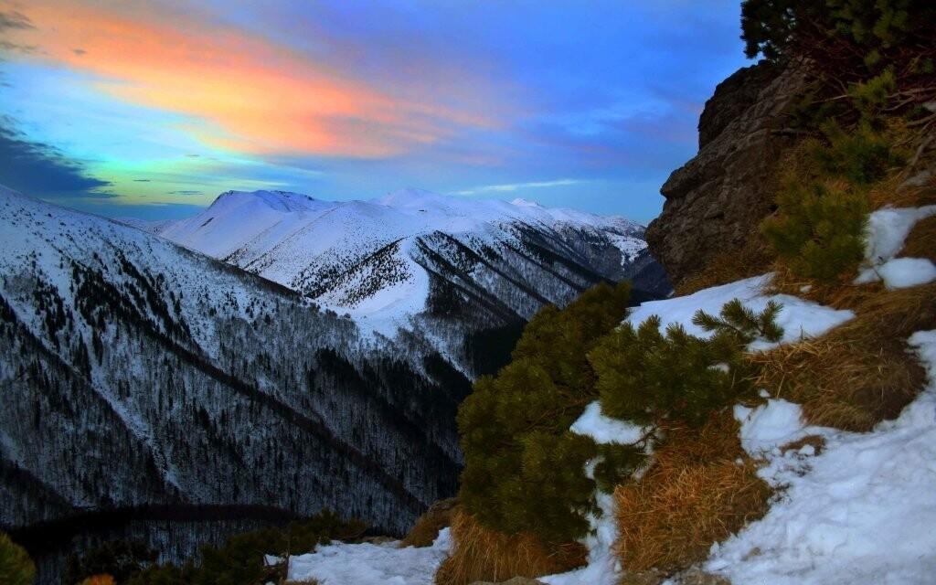 Penzión leží v zomknutí nádherných hôr