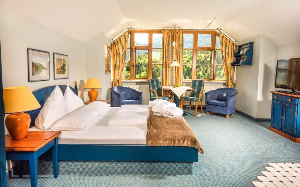 Pokoje jsou vybavené v alpském stylu