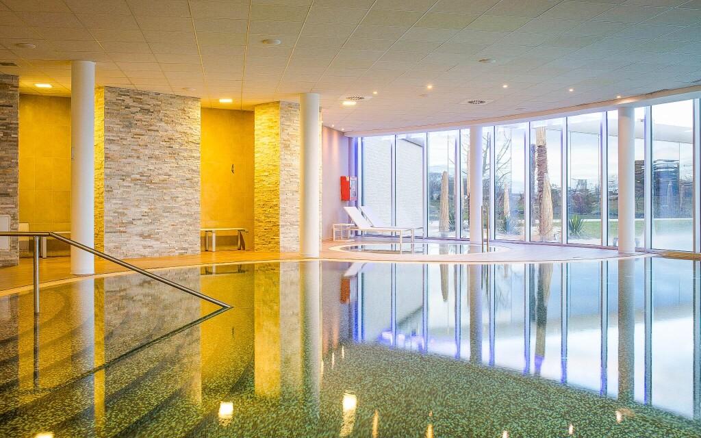 K dispozícii sú vnútorné i vonkajšie bazény