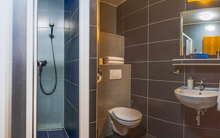 Každý pokoj disponuje vlastní koupelnou