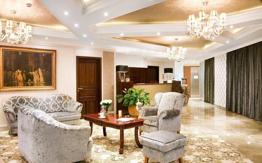 Interiér hotela je luxusne zariadený
