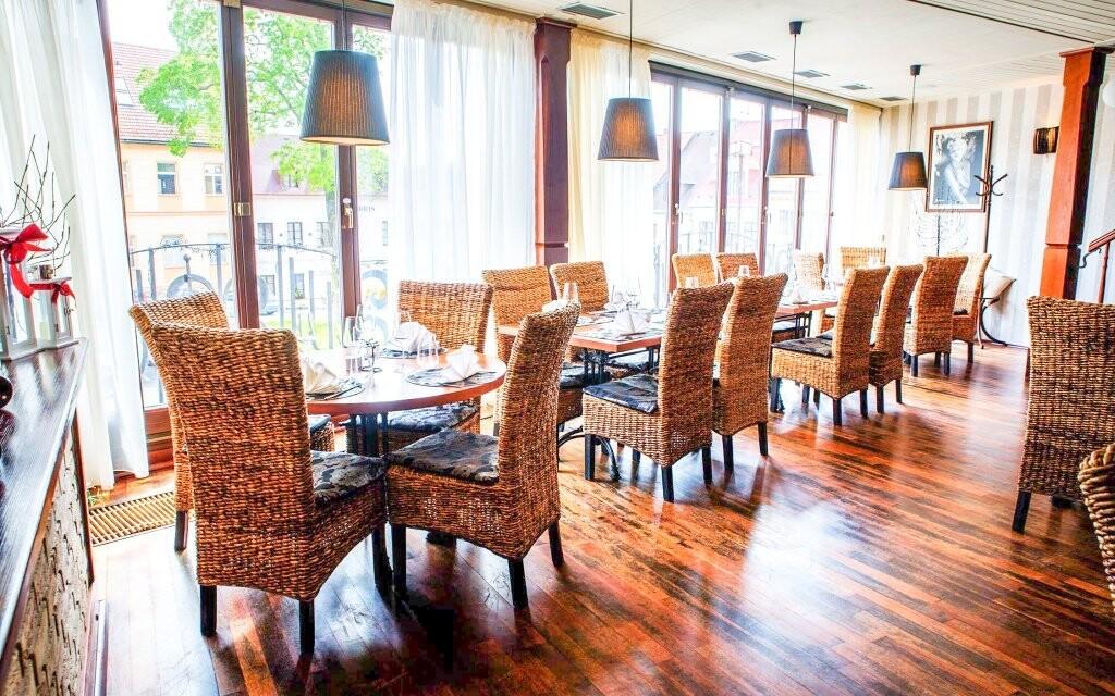 Výborné jídlo si vychutnáte v elegantní restauraci