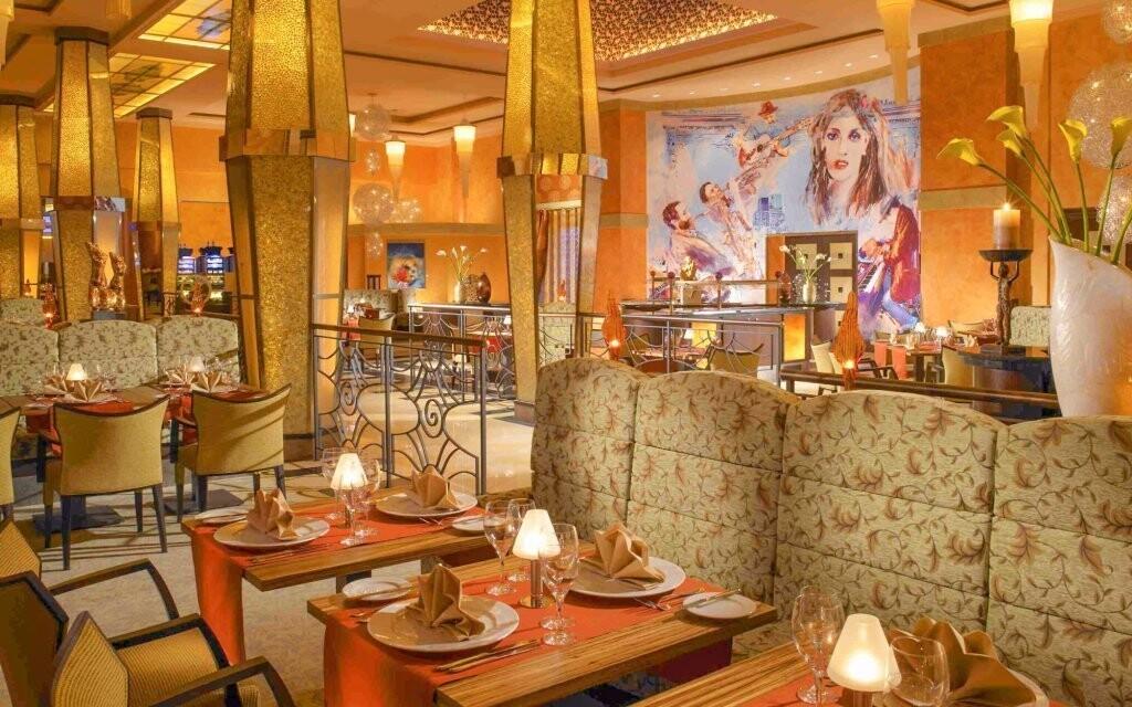 Příjemné prostředí restaurace