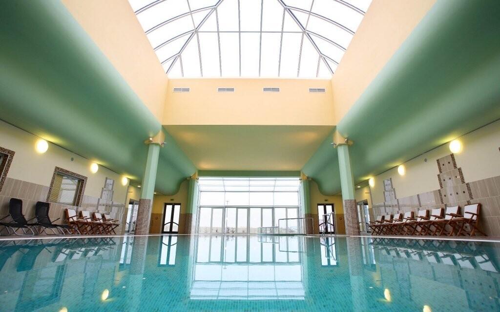 Hotelový bazén má 22 metrů na délku