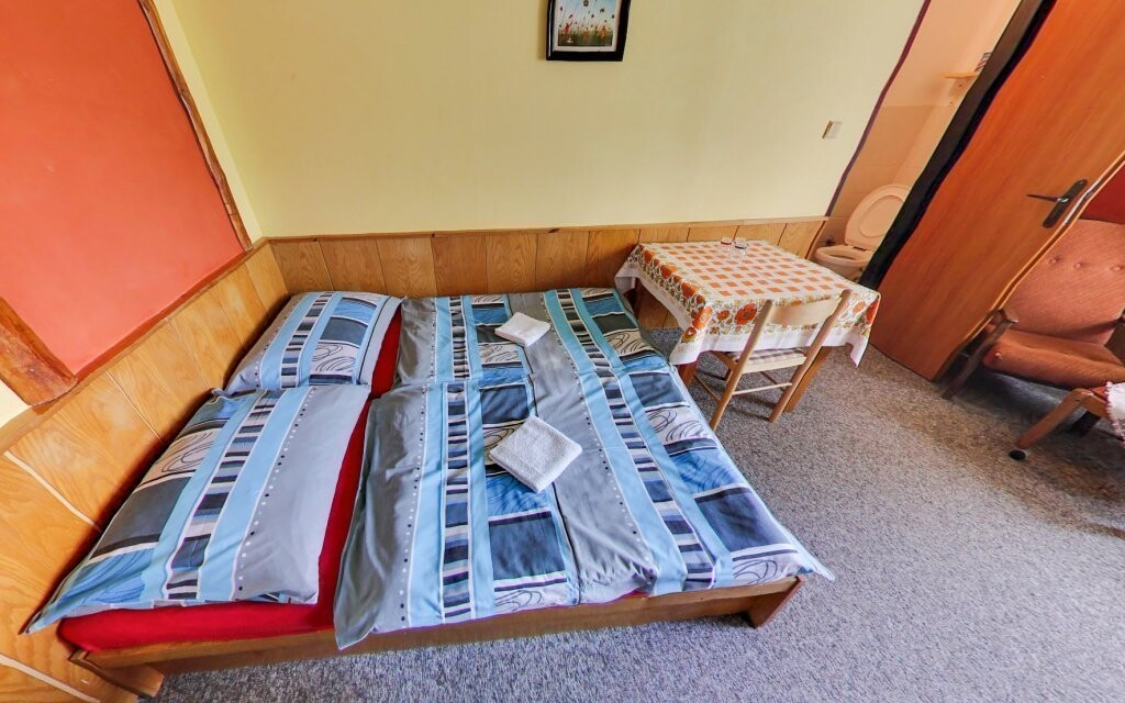 Pokoje jsou pohodlné a funkčně zařízené
