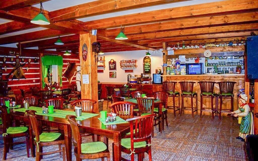 Místní restaurace si zakládá na české kuchyni