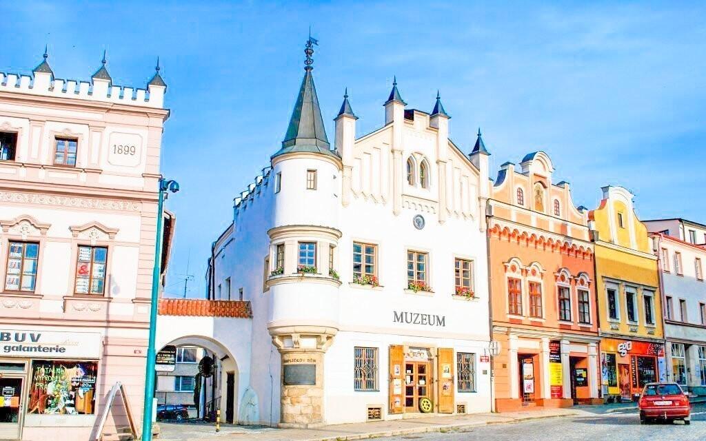 Výhled z výborné kavárny na náměstí v Havlíčkově Brodu