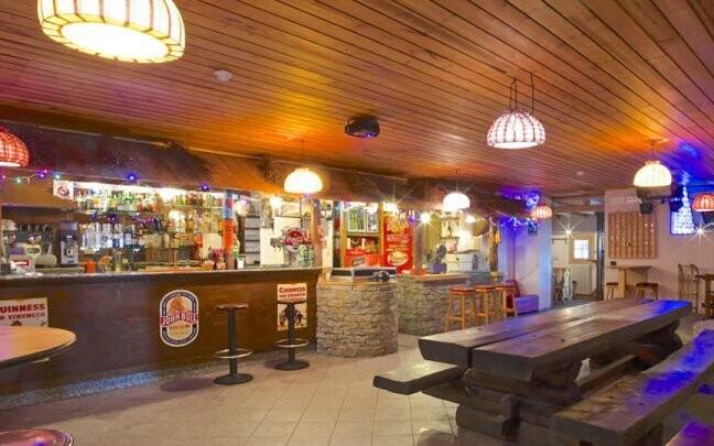 Hotel má restauraci i bar