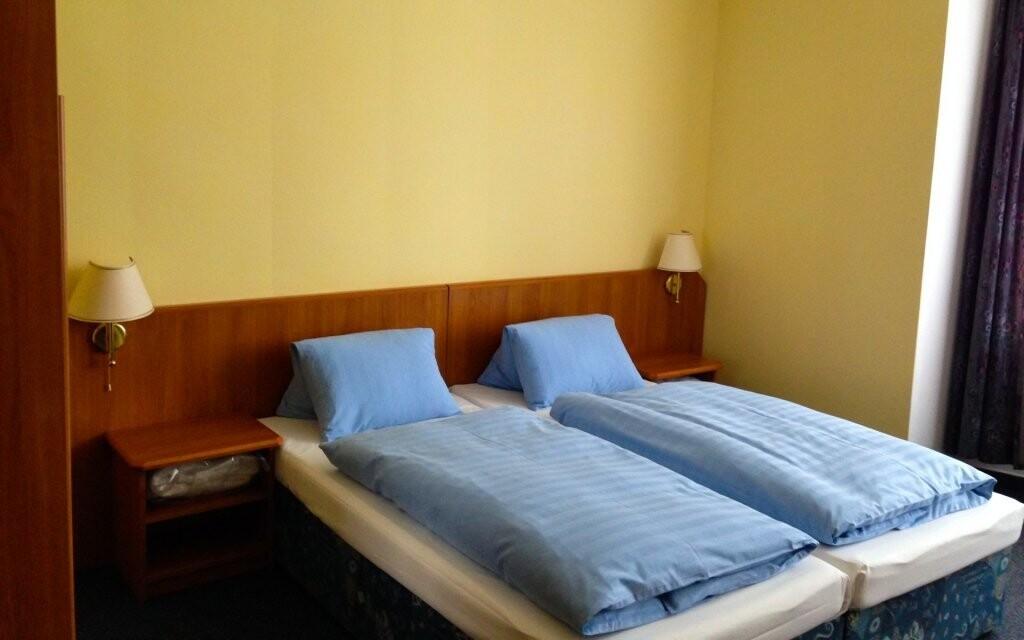 Dvoulůžkové pokoje jsou komfortně zařízeny