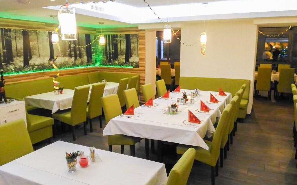 ... v příjemně zařízené restaurace