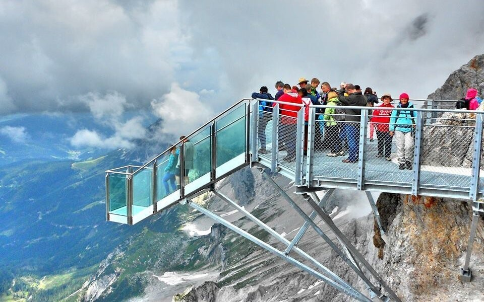 Užite si úžasné výhľady na Dachsteinský masív