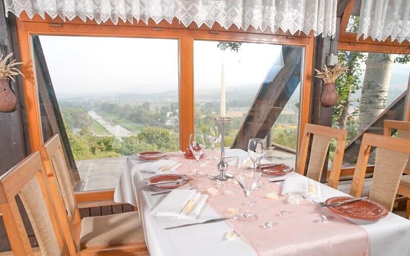 V hotelové restauraci si vychutnáte nezapomenutelný výhled