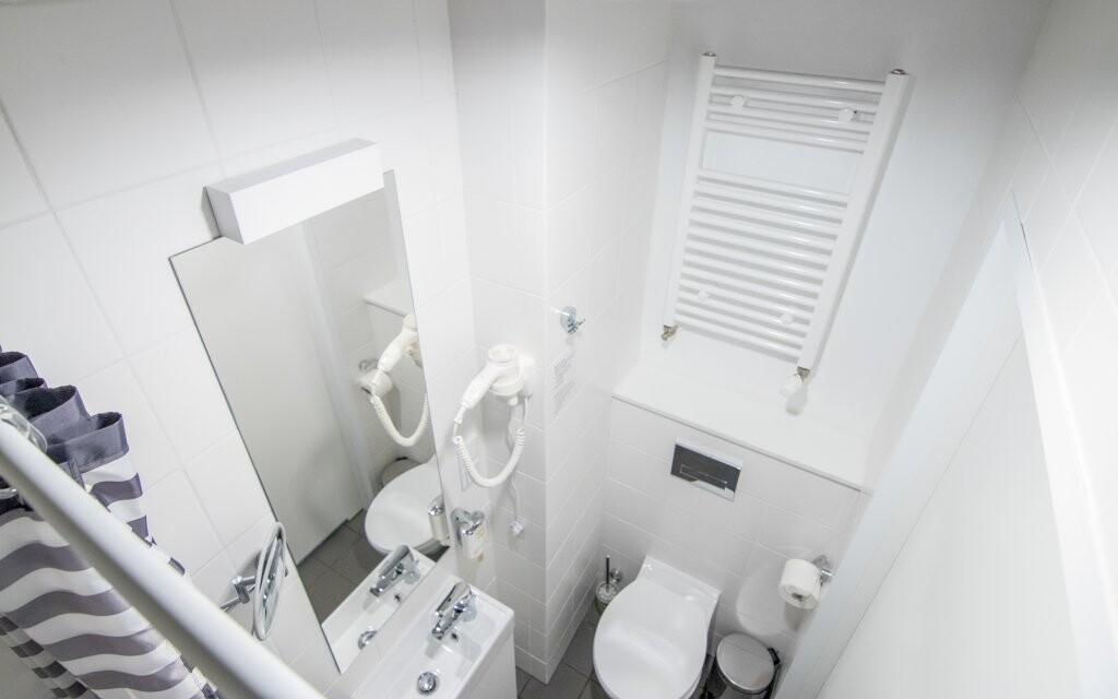 Samozřejmostí je koupelna