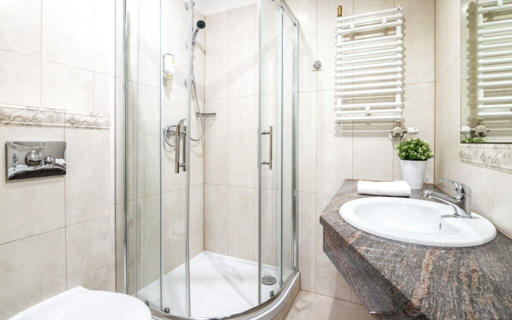 K dalšímu vybavení patří koupelna