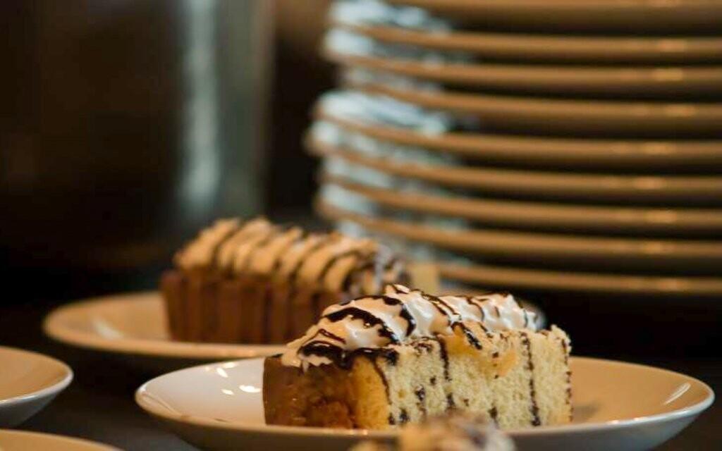 Na bufetových stoloch si každý nájde jedlo podľa chuti