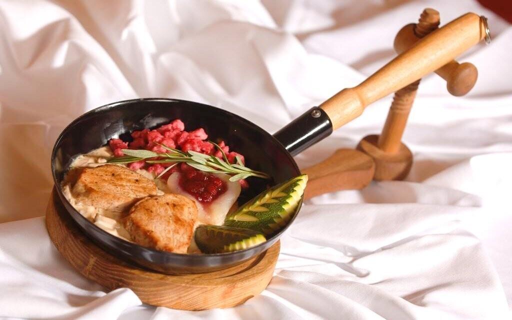 V reštaurácii si pochutnáte na korutánskej kuchyni