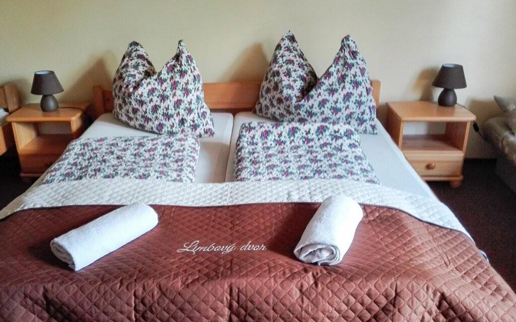 Dvoulůžkové pokoje jsou komfortně zařízené