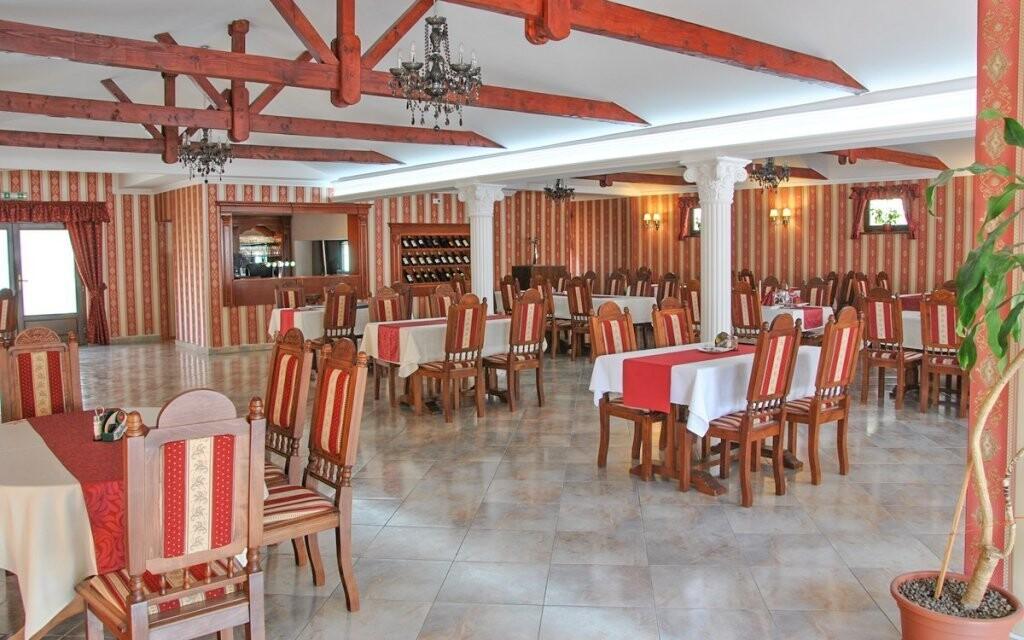 Restaurace má stylový interiér