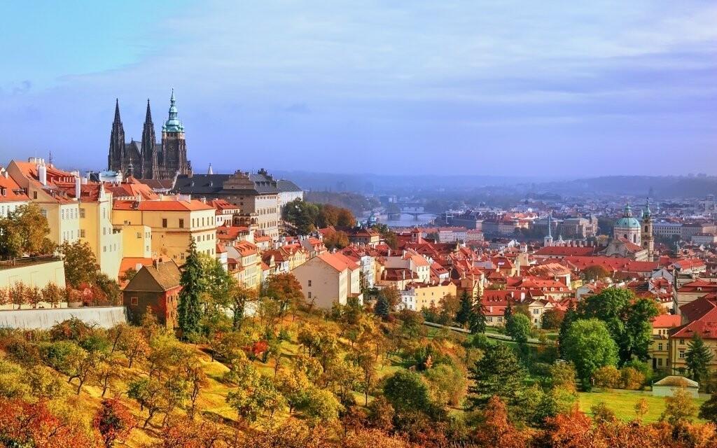 Stověžatá Praha má své kouzlo v jakémkoli ročním období