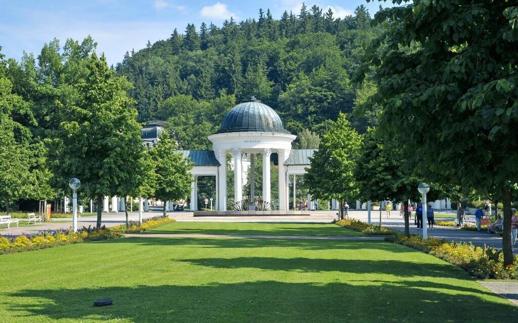 Lázeňský park a budova kolonády Mariánské Lázně
