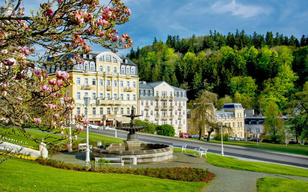 Mariánské Lázně, lázeňský park a krásné lázeňské domy