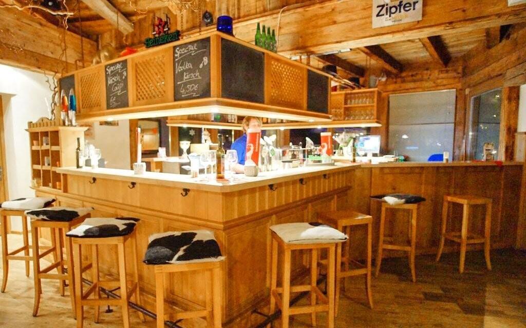Ke společným prostorám patří i bar