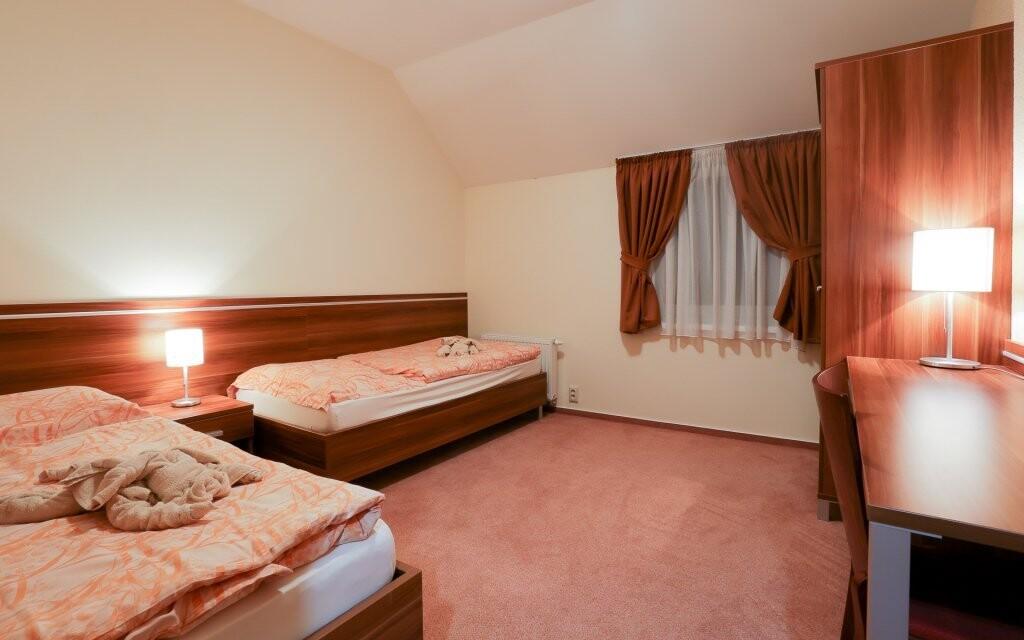 Příjemně zařízené pokoje hotelu