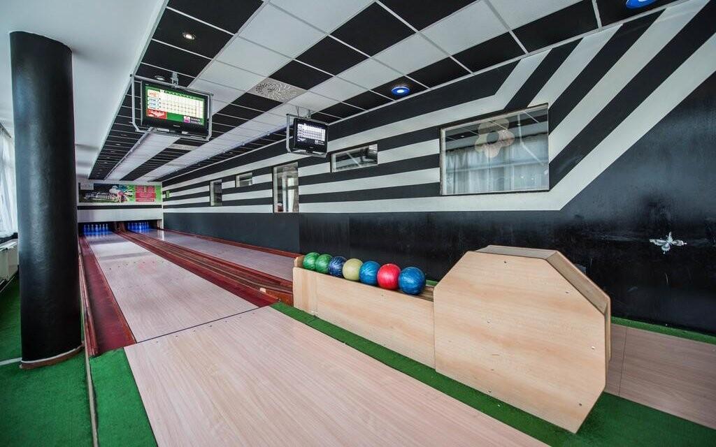 Zahrajte si kulečník nebo bowling