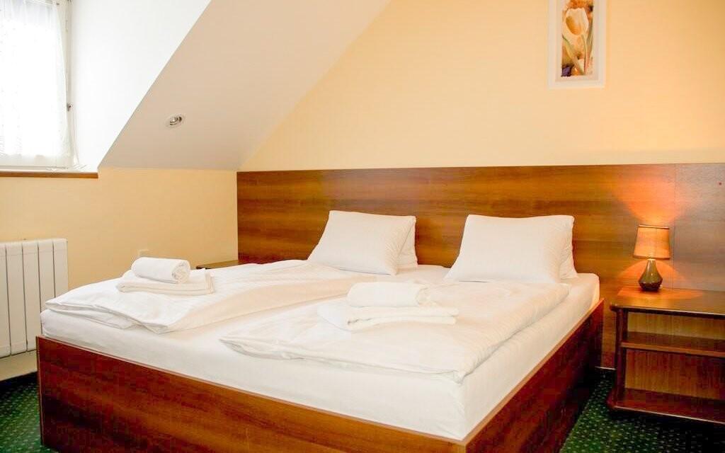 Pokoje jsou komfortně vybaveny