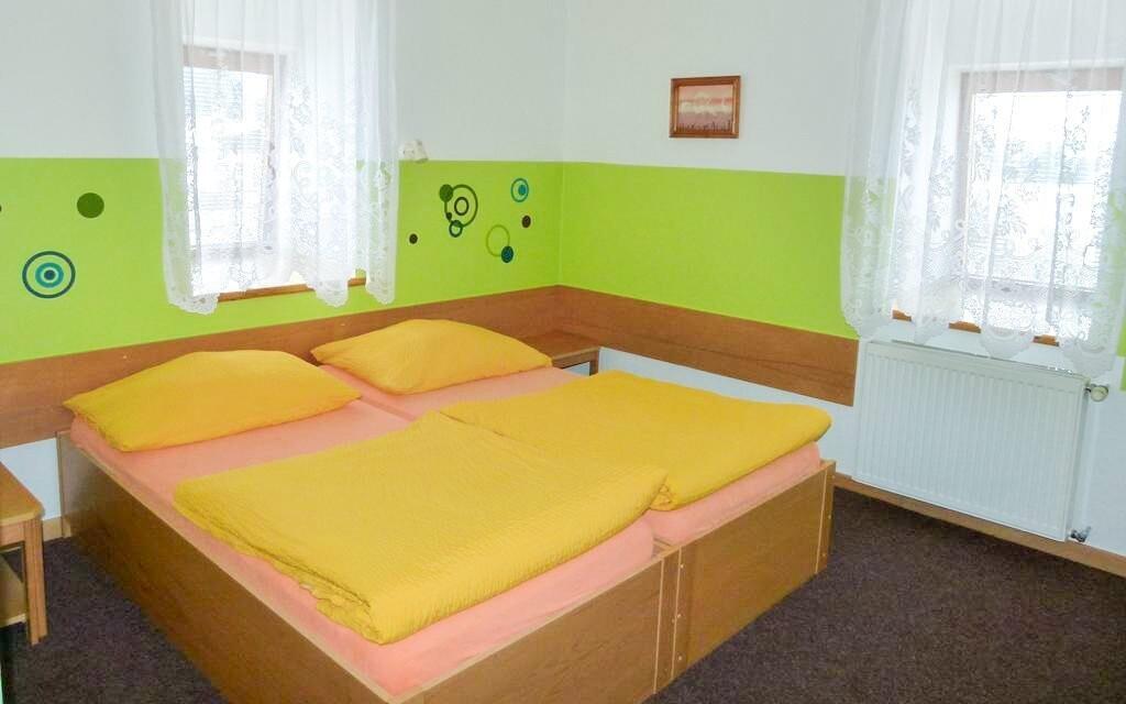 Izby sú jednoducho, ale pohodlne zariadené
