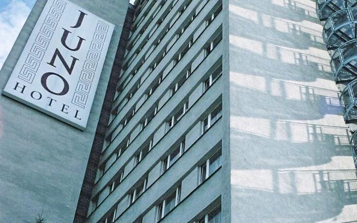 Hotel se nachází pouhých 5 zastávek od Václavského náměstí