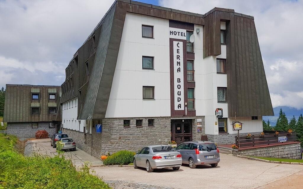 Hotel Černá Bouda *** stojí na vrcholu Černé hory