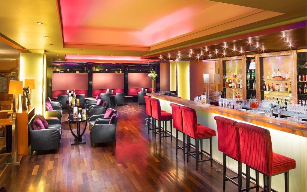 Na koktejl zajděte do hotelového baru