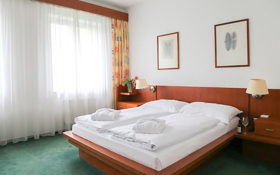 Pokoje jsou čisté a prostorné