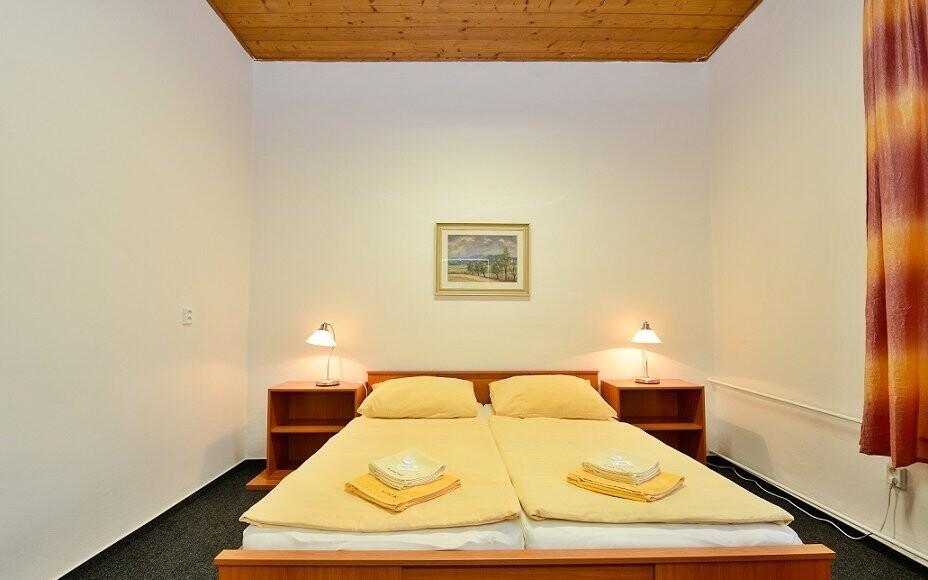Všechny pokoje jsou vybaveny novým nábytkem