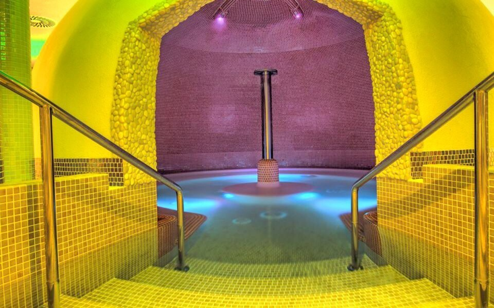 Termální koupaliště Podhájska máte jen 2 km od penzionu